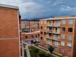 Un edificio que tiene un edificio en el fondo en Oportunidad Lindo Apto Exterior 46m2 Caminos De Siena - Tocancipa