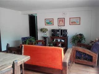 Una sala de estar llena de muebles y una chimenea en Apartamento en Venta - La Mota Medellín