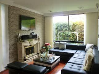 Una sala de estar llena de muebles y una chimenea en Casa en venta Ubicado en del Monte