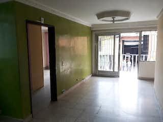 Una cocina con nevera y una ventana en Apartamento en venta en Minorista, de 85mtrs2