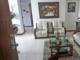 Una sala de estar llena de muebles y decoración en  URB aires de suramerica