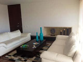 Una sala de estar llena de muebles y una chimenea en Apartamento En Venta En Bogota Cerros De Suba