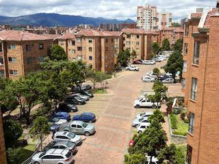 Una calle de la ciudad llena de edificios y árboles en Apartamento En Venta En Bogota Gratamira