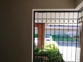 Una ventana que tiene un pájaro en ella en Apartamento en venta Ubicado en Santa Barbara