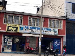 Una tienda con un edificio rojo y blanco en Casa En Venta En Bogota Modelia