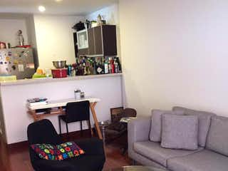 Una sala de estar llena de muebles y una televisión de pantalla plana en Apartamento En Venta En Bogota Chico