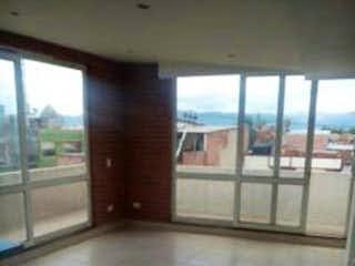 Una vista de un pasillo de un edificio con una ventana en Apartamento en venta en Santa Teresita 72m²