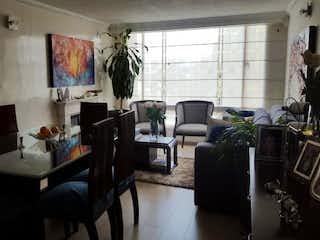 Una sala de estar llena de muebles y una ventana en Apartamento En Venta En Bogota Pradera Norte
