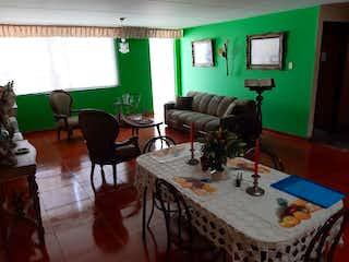 Una sala de estar llena de muebles y un sofá en Casa en venta en Normandía Occidental, de 216mtrs2