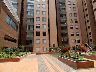 Un gran edificio con un gran edificio en el fondo en Apartamento en venta en Barrio Puente Aranda de 3 alcoba
