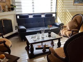Una sala de estar llena de muebles y una chimenea en Apartamento en venta en Dardanelo, 90m² con Gimnasio...