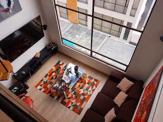 Una sala de estar llena de muebles y una televisión de pantalla plana en Apartamento env enta en Rincón del Chicó, de 71mtrs2
