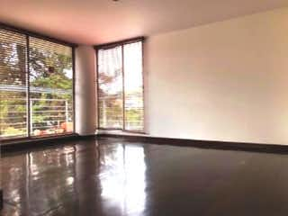 Una ventana que está en una habitación en Apartamento en venta en La Cabrera con acceso a Gimnasio