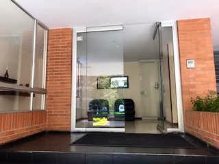 Una cocina con nevera y fregadero en Apartamento En Venta En Bogotá Lisboa