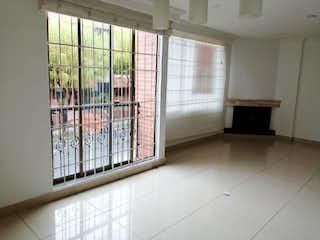 Una habitación llena de un montón de estantes metálicos en Apartamento En Venta En Bogotá Lisboa