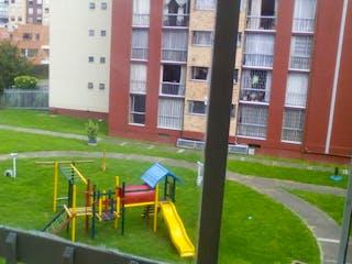 Un hidrante de fuego amarillo sentado delante de un edificio en Apartamento en venta en Suba La Campiña, 60m²