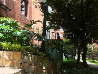 Un banco del parque sentado en medio de un parque en Apartamento en venta en El Virrey de 2 alcoba