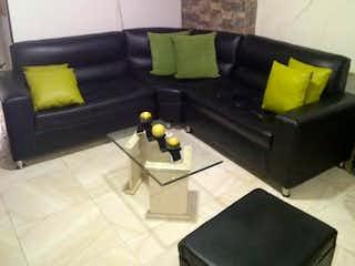 Una sala de estar con dos sofás y una mesa de café en Conjunto Multifamiliar Florida