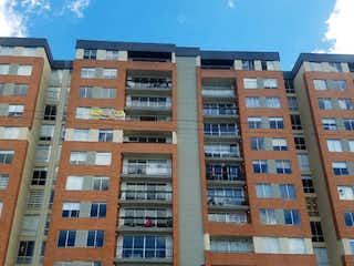Un gran edificio en medio de una ciudad en Apartamento en venta en Gran Granada, 75m² con Gimnasio...