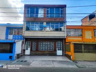 Un gran edificio con un reloj en él en Casa en venta en Veraguas 270m²
