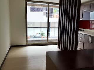 Cocina con nevera y microondas en Apartaestudio En Venta En Bogota Santa Barbara
