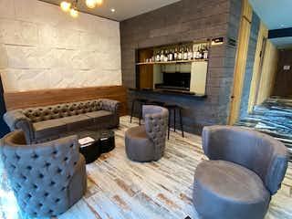 Una sala de estar llena de muebles y una chimenea en VENDO APARTAMENTO UTILIZACION HOTELERA Y RESIDENCIAL CHICO, BOGOT