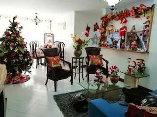 Una habitación con un árbol de navidad en ella en VENDO APARTAMENTO EN EL POBLADO AL LADO DE LA CLÍNICA LAS VEGAS