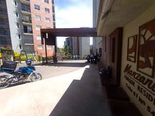 Un grupo de personas montando en bicicleta por una calle en Apartamento en Venta FONTIBON