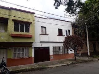Una casa que tiene un gran ventanal en ella en Casa en Venta PRADO