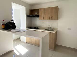 Una cocina con una estufa de fregadero y armarios en Apartamento en venta en San Germán, de 50mtrs2