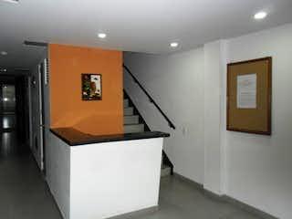 Cocina con nevera y microondas en Apartamento En Venta En Bogota Chapinero