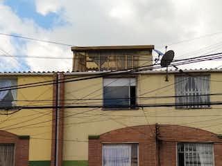 Un edificio que tiene un montón de pájaros en él en Casa En Venta En Bogota Villas De Granada