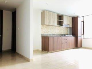 Una cocina con nevera y fregadero en Apartamento En Venta En Bogota Santa Rosita