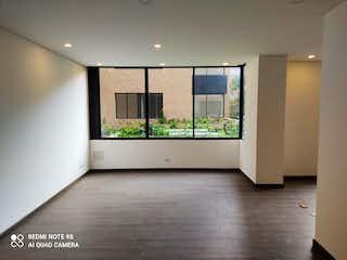 Un cuarto de baño con una puerta de cristal y una ventana en Apartamento en venta en Bella Suiza de 94m² con Gimnasio...