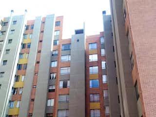 Un edificio alto sentado al lado de un edificio alto en Apartamento En Venta En Bogotá Colina Campestre I Y Ii Etapa