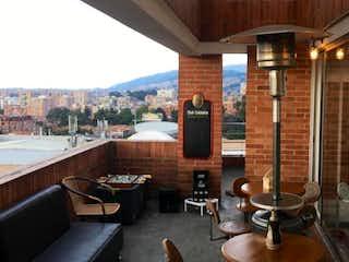 Una habitación muy bonita con muchas ventanas en Apartamento En Venta En Bogota Cedritos-Usaquén