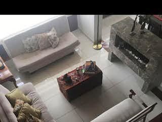 Una sala de estar llena de muebles y una mesa en Apartamento En Venta En Bogota Nicolás De Federmán