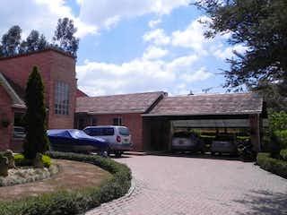 Una casa que tiene un árbol en ella en Casa En Venta En Bogota Hacienda San Sebastian