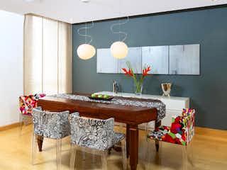 Un comedor con una mesa y sillas en Edificio