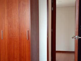 Una habitación con suelos de madera y paredes de madera en Conjunto Reserva De San Agustin