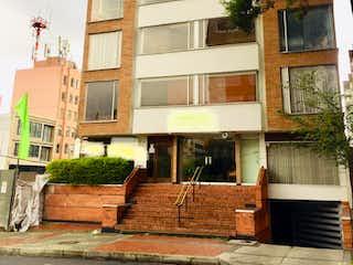 Un gran edificio de ladrillo con una torre de reloj en Apartamento En Venta En Bogota El Nogal