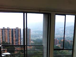 Una vista de una ciudad desde una ventana en Pinar del Rodeo