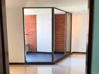 Un cuarto de baño con un espejo y un lavabo en Apartamento en venta en Santa María de los Ángeles, de 145mtrs2