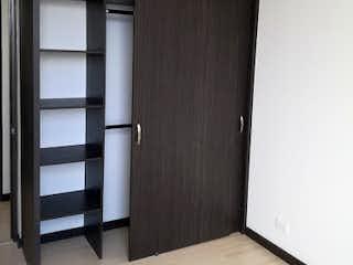 Un refrigerador congelador blanco sentado dentro de una cocina en Apartamento en venta en La Aldea con Gimnasio...