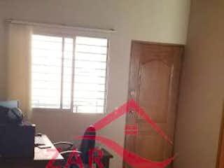 Una sala de estar llena de muebles y una gran ventana en Apartamento en venta en Fátima, de 55mtrs2