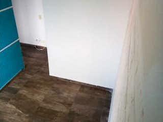 Un cuarto de baño que tiene un inodoro en él en Apartamento en Venta en Zaragoza, Madrid