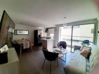 Una sala de estar llena de muebles y una televisión de pantalla plana en Apartamento en venta en Loma de los Bernal, de 66,7mtrs2