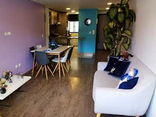 Una sala de estar llena de muebles y una mesa en Apartamento en Venta GALERIAS