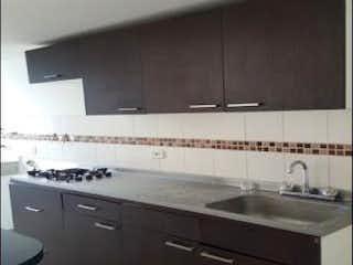 Una cocina con un fregadero y un horno de cocina en URB PORTON DE LAS FLORES