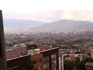 Una vista de una ciudad en las montañas en Apartamento en venta en La Candelaria de 3 hab. con Bbq...